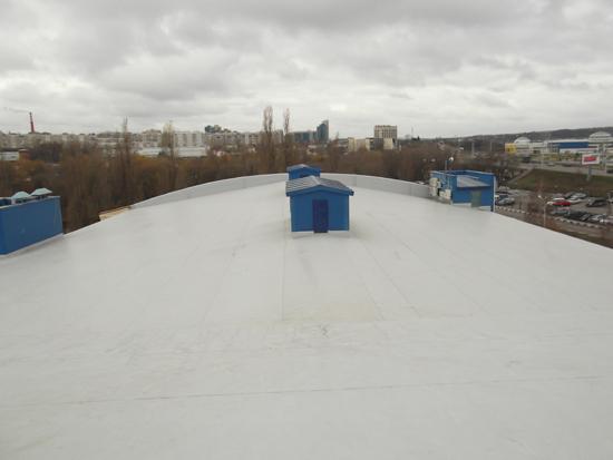 готовая крыша из кровельной мембраны